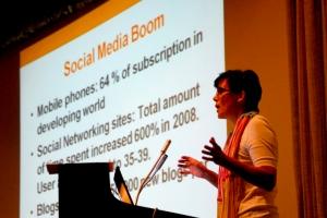 Simone Social Media